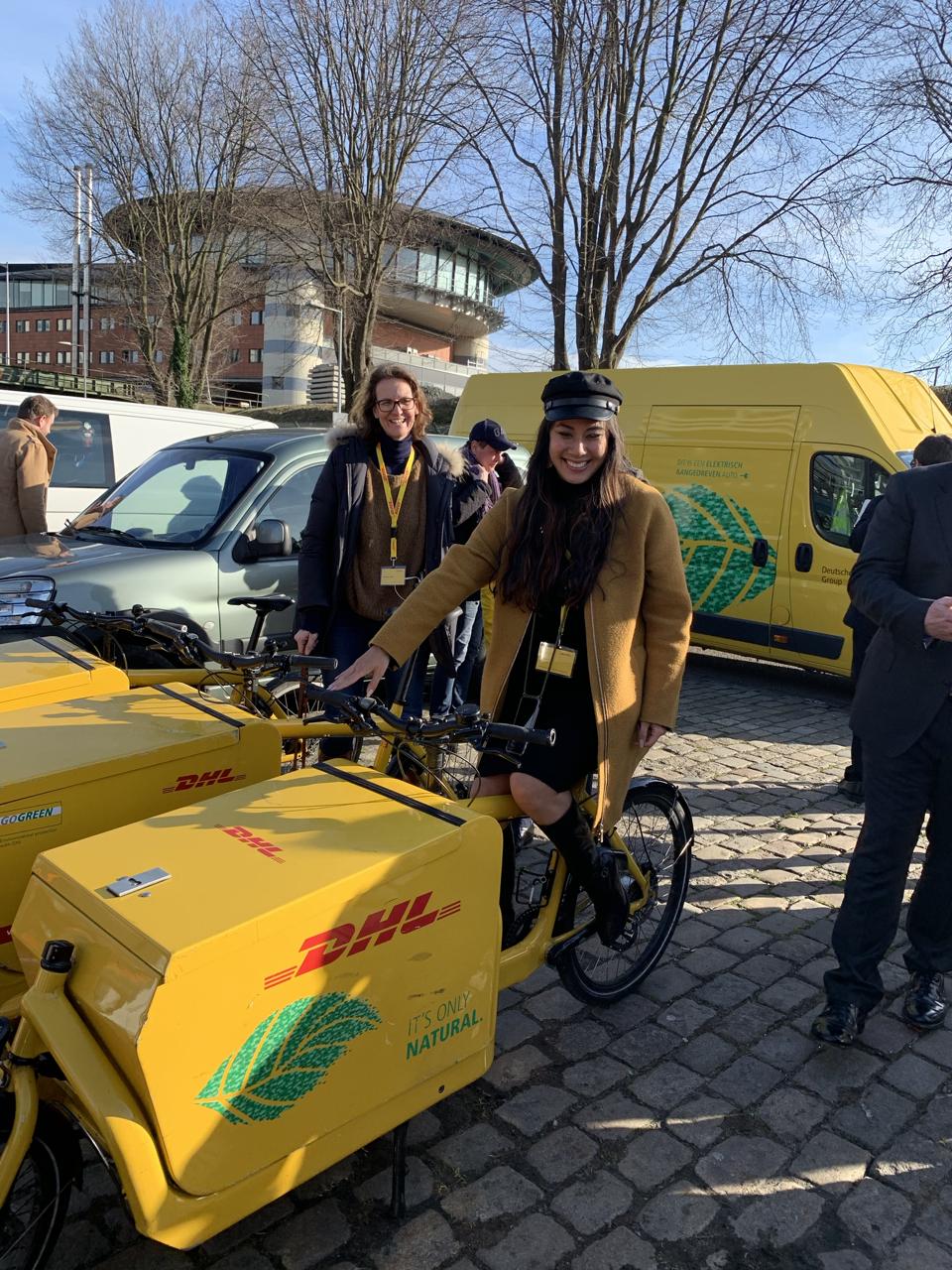 Lieferfahrrad von DHL in Amsterdam / Social Media Marketing für DHL