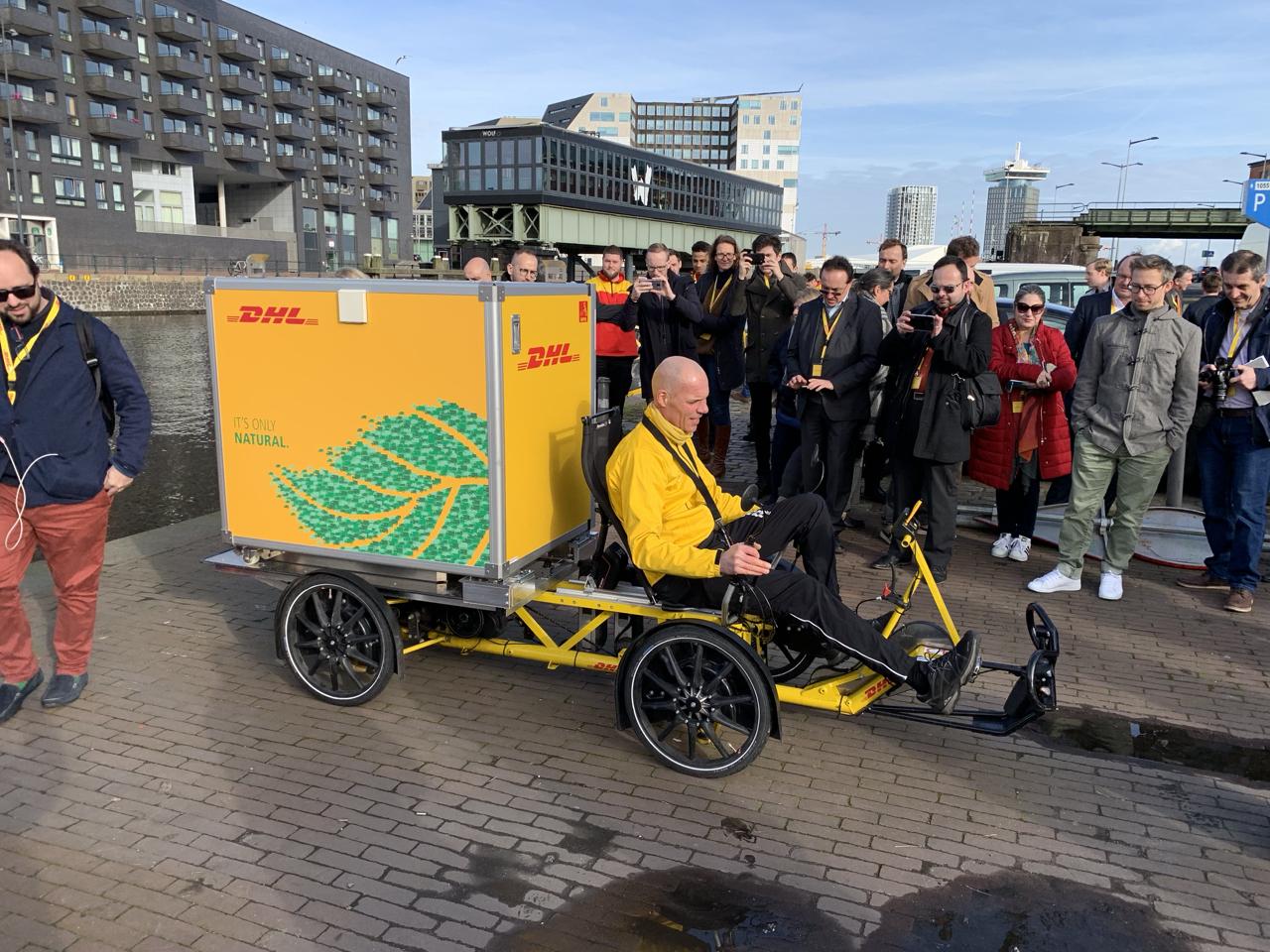 DHL Liegerad in Amsterdam / Influencer Marketing für DHL